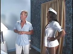 Секси медсестричка темная