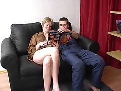 Русская женщина в возрасте с мужиком