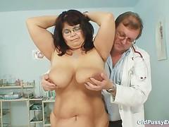 Даниэлла сдает гинекологический экзамен