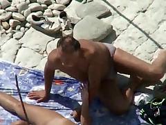 Seks na pljazhe. Vse damy delajut jeto!