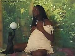 Беременная деваха трахается в ванной