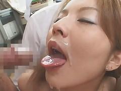 Japonskaja studentka byla oblita spermoj