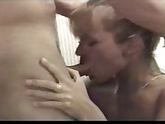 Kler nachinjajut v anal v vannoj