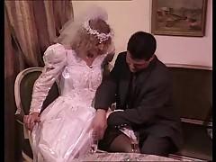 Групповуха в брачную ночь - буккаке на невесту