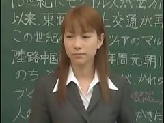 Японскую учительницу выебали и обкончали всем классом