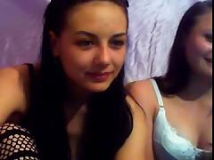 Две молоденьких красотки играют друг с дружкой  на камеру
