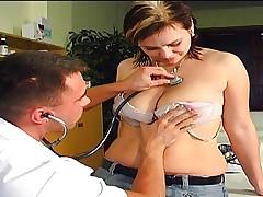 Доктор любит трахать своих пациентов, онлайн нарезка любительское порно