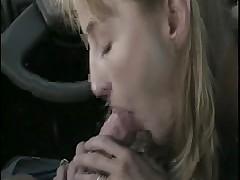 Минет в машине