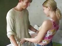 Узкая русская юная девушка ебет 2 члена