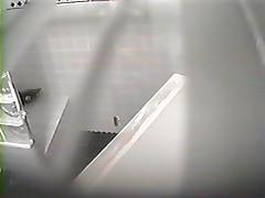 Skrytaja kamera-mamochka v dushe