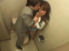 Босс трахнул секретаршу в ванной