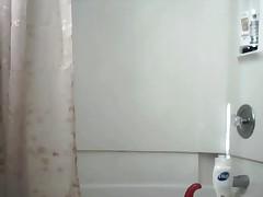 Приятная мастурбация в ванной
