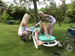 2 медсестрички с пациентом