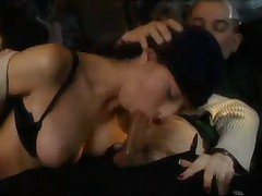 Publichnyj seks v mashine