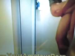 Seks v dushe s moloden'koj