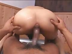 Японочка делает нежнейший массаж