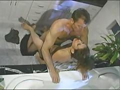 Gorjachaja aziatskaja krasotka trahaetsja v dushe