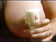 Сисястая беременная красотка с пухлыми сосками