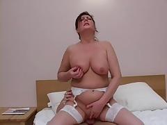 Русская зрелая женщина в чулках