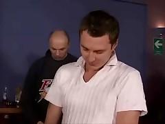 Brjunetku trahnula kucha muzhikov