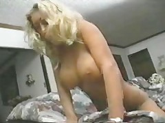 Горячая и сексуальная с электро игрушками