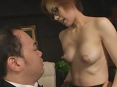 Кормление грудью с большегрудой азиаткой