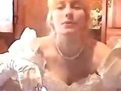 Kurjawaja nevesta pered vebkameroj