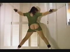 Aziatskaja medsestrichka v BDSM video s porkoj