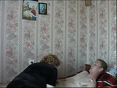Мамочка развлекается с другом своего сына