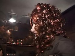 Francuzskaja zrelye dama s volosatoj kiskoj trahaetsja v zad