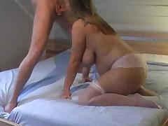 Беременная дама с огромной грудью