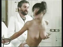 Kjeti Stjuart - pomogaet ginekologu