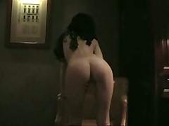 Девчушко мастурбирует с дилдой для своего любимого гота