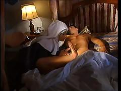 Итальянская монашка вылечивает тяжелобольного