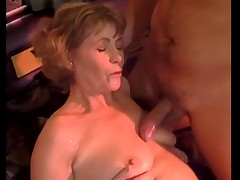 Babushka Anna davno snimalas' porno