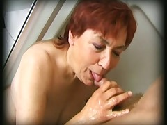 Volosataja babulja obnaruzhila tverdyj chlen u sebja v dushe