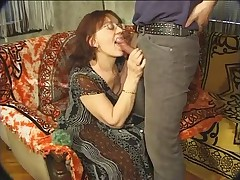 Babushka i gorjachij muzhik v ochkah