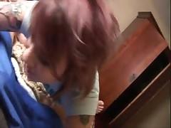 Девчонка с пирсингом ласкает его хер