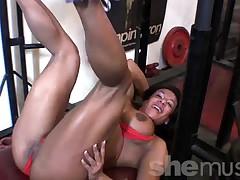 Riki - Trenirovannaja seksi latina