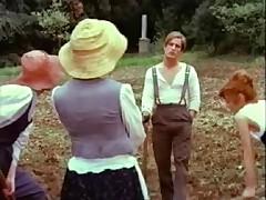 Obnazhennaja Stefanija Kazini v retro scenah