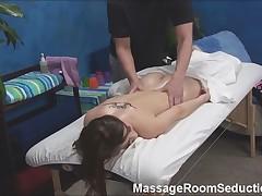 Терапевт по массажу трахает молодую девушку