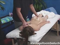 Terapevt po massazhu trahaet moloduju devushku