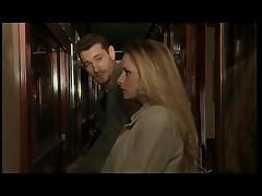 Французская блондинка трахается по быстрому в поезде