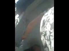 Телка в автобусе - взгляд снизу