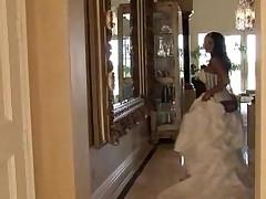 Индийка благодарит за свадьбу