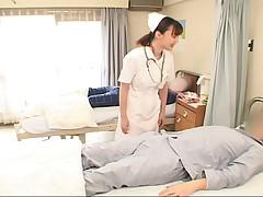 Азиатская медсестричка делает вещи