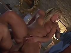Блондинка трахается
