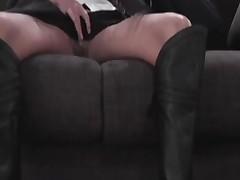 Подружка показывает киску