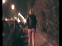 Гуляет без юбки