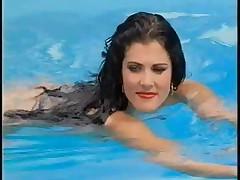 Шикарная брюнетка выебана у бассейна